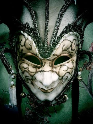 mask-329576_1280
