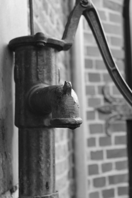 water-pump-255139_1280