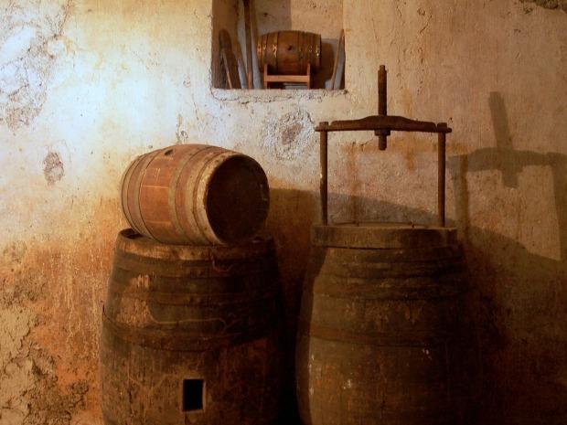 cellar-97512_1280