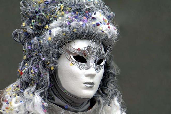 mask-2137634_1280